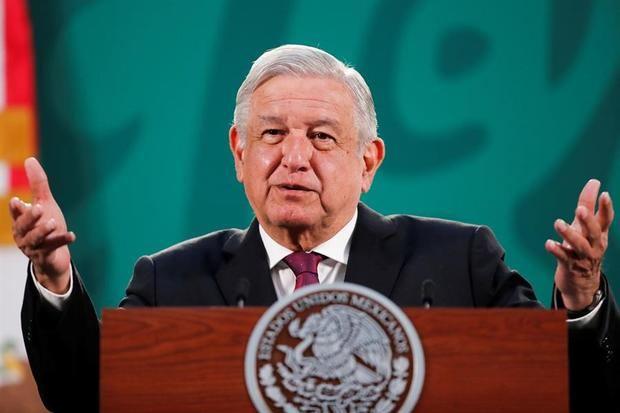 El presidente de México, Andrés Manuel López Obrador, habla durante una rueda de prensa hoy, en el Palacio Nacional de la Ciudad de México, México.