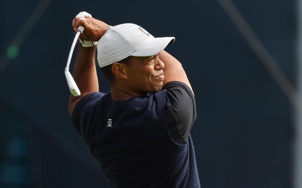 Tiger Woods comienza de forma extraña y acaba con 73 golpes