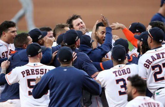 Astros vuelven a salvar la vida; Bravos a una victoria de la Serie Mundial
