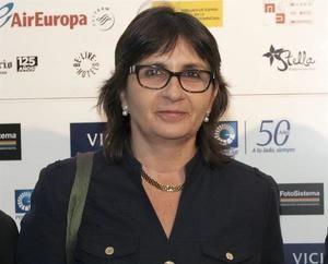 En la imagen, la periodista española Inés Aizpún (c).