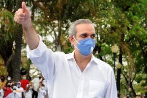 El candidato presidencial del opositor Partido Revolucionario Moderno (PRM), Luis Abinader, fue registrado este miércoles, durante un acto de campaña, en Santo Domingo, RD.