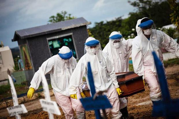Brasil supera las 220.000 muertes por covid-19 y roza los nueve millones de casos