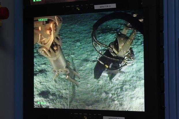 Fotografía de febrero de 2014 cedida por la Organización del Tratado de Prohibición Completa de Ensayos Nucleares (OTPCE) donde se muestra una pantalla donde se aprecia a un robot submarino mientras ajusta los cables de un hidrófono frente a las costas de Chile.