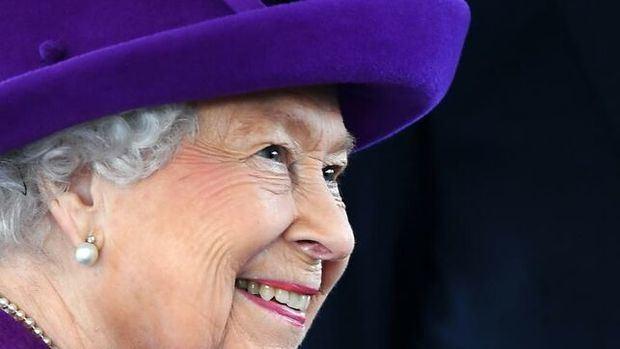 La familia real británica va a la Iglesia por Navidad en un año de