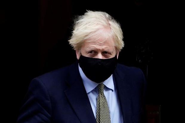 Johnson impone restricciones en Manchester pese a la oposición del alcalde