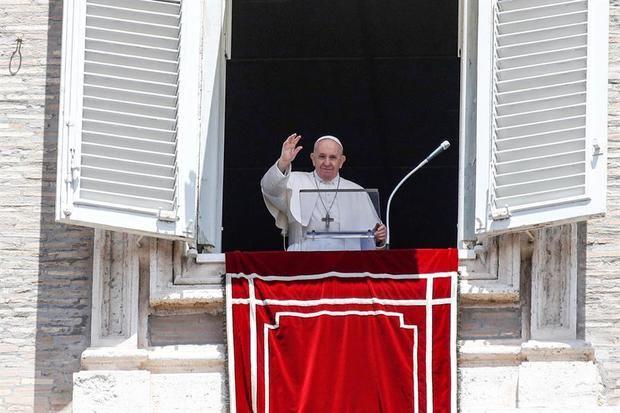 El papa muestra su cercanía con los enfermos de COVID-19 y sus familias
