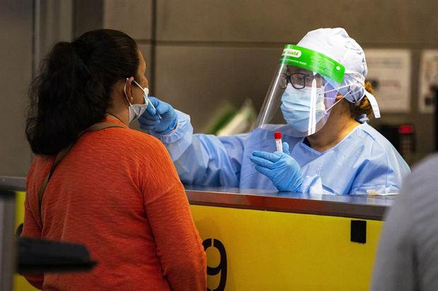 Los CDC eliminan el test y la cuarentena para los viajeros en EE.UU. que hayan sido vacunados