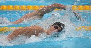 El estadounidense Robert Finke compite en la prueba de los 800m libres de la natación de los Juegos Olímpicos en el Centro Acuático de Tokio, este 29 de julio de 2021.