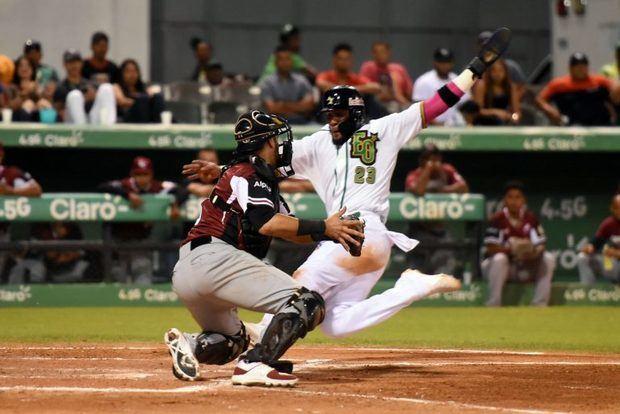 Estrellas y Toros se mantienen en la cima en béisbol
