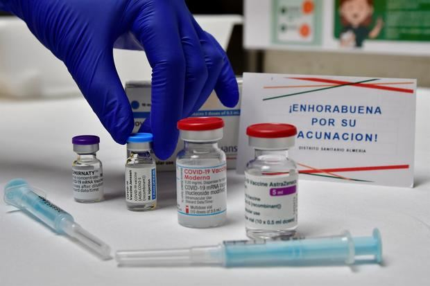 La OMS afirma que todas las vacunas de la covid son efectivas pero pide cautela