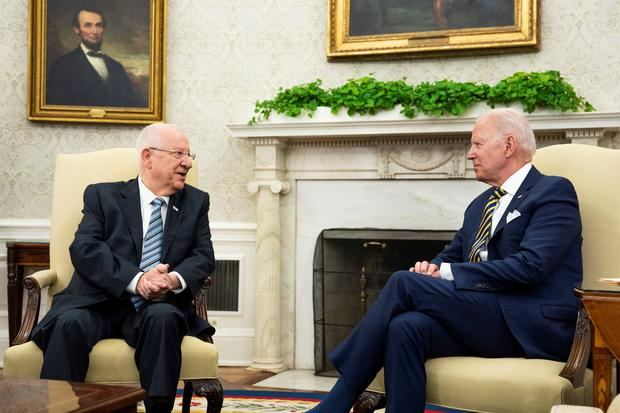 Biden intenta limar asperezas sobre Irán al recibir al presidente israelí