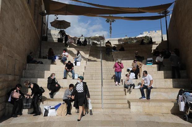 Sanidad israelí pide a los hospitales prepararse para empezar a vacunar en enero.