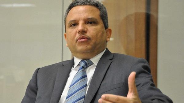 Santana propone aumentar 2.000 millones de pesos al presupuesto de la UASD