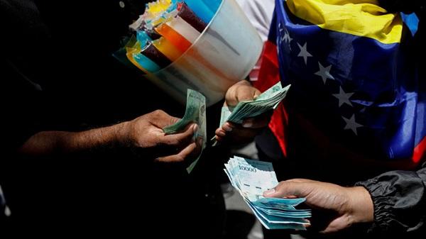 Venezuela oficializa en gaceta reconversión monetaria que comenzará el lunes