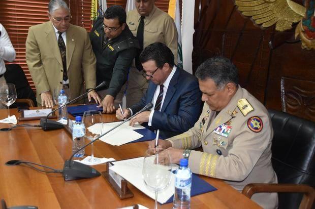 MIDE y UNICARIBE firman convenio formación académica militares