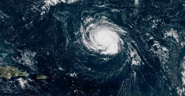 Tormenta Isaac se mantiene con fuerza sobre el Atlántico central