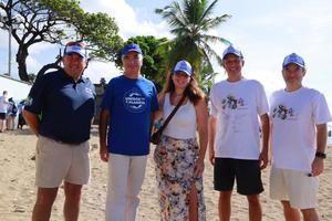 Embajadores en la limpieza playa Güibia en Santo Domingo.