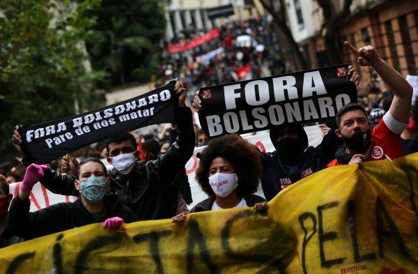 Manifestaciones en favor y contra el presidente brasileño, Jair Bolsonaro, a un creciente avance de la pandemia salpicado por críticas al Gobierno.