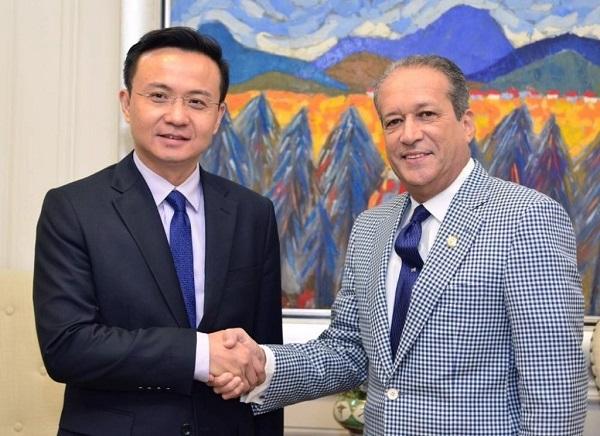 Presidente del Senado recibe visita del embajador de la República Popular China