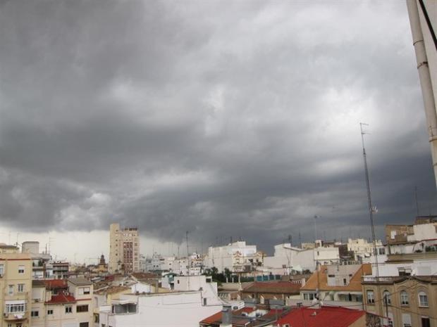 Chubascos aislados en varias provincias y condiciones secas en el resto del país