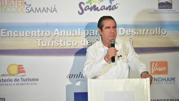 Ministro de Turismo anuncia construcción de anfiteatro en Samaná