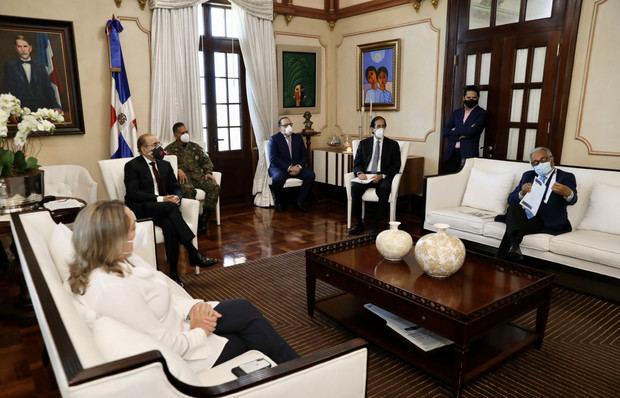 El Comité de Emergencias y Gestión Sanitaria para el Combate del Coronavirus (COVID-19) recomendó hoy al presidente Danilo Medina no pasar a la tercera fase de la desescalada gradual y ordenada de la economía, prevista para mañana.
