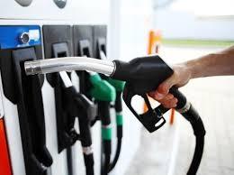 Las gasolinas bajarán 2 y 3 pesos y el GLP subirá 1 a partir de este sábado