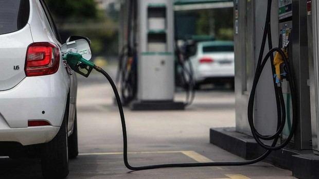 Precios del petróleo mantiene en alza los combustibles