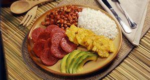 Cancillería y Turismo acuerdan promoción de gastronomía dominicana