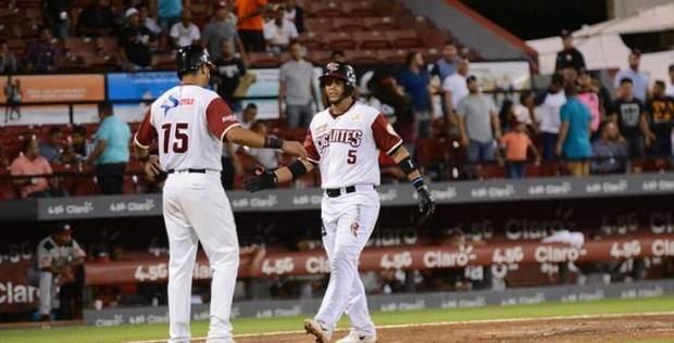 Gigantes vencen a Leones, a tres partidos del liderato en béisbol dominicano