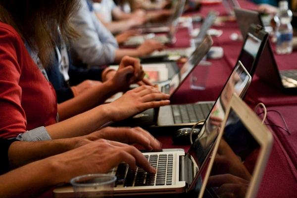 Convocan a medios digitales a encuentro en apoyo de Fernández