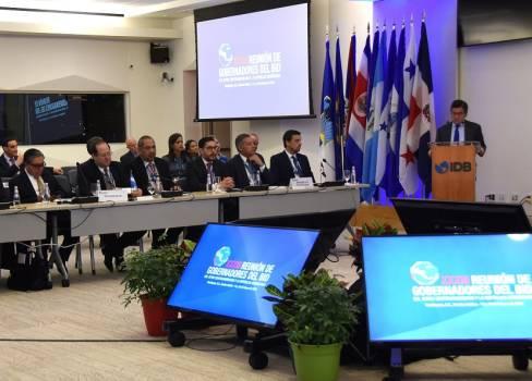Gobierno y el BID pasan revista a perspectiva económica dominicana