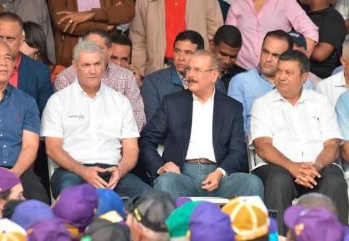 Danilo Medina y Gonzalo Castillo juramentan candidatos municipales de La Vega.