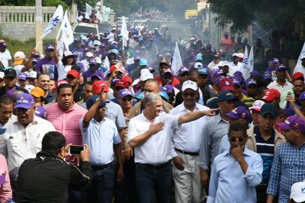El candidato presidencial del Partido de la Liberación Dominicana, PLD, Gonzalo Castillo, recorre la región sur del país.