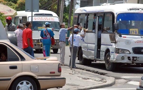 Rechazan en Los Alcarrizos aumento de los pasajes en transporte público