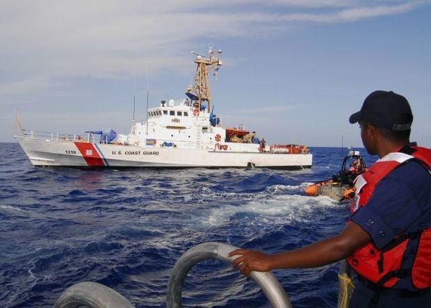 Guardia Costera en Puerto Rico repatría a 46 migrantes dominicanos ilegales.