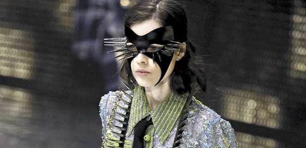 """Gucci abre los grandes desfiles de Milán con una colección """"enmascarada"""""""