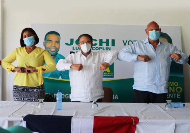 Guillermo Moreno, presidente del partido Alianza País, encabezó este lunes la actividad de apoyo a la candidatura senatorial de Pedro Catrai.
