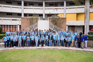 Participantes del hackathon organizado por la Organización Cibao