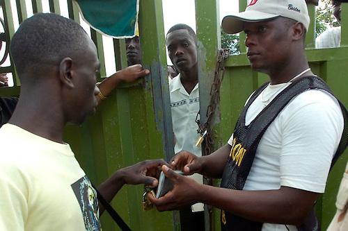 Luis Abinader declaró que un eventual Gobierno suyo aplicará 'rigurosamente' la ley de migración para evitar la presencia en el país de ciudadanos haitianos en condición irregular.
