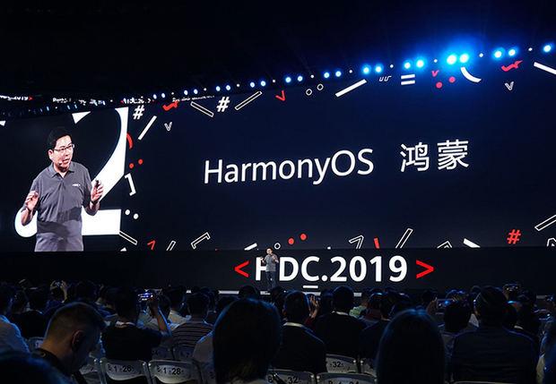El gigante chino de las telecomunicaciones Huawei, amenazado con perder su acceso a Android debido a las sanciones estadounidenses, presentó este viernes un nuevo sistema de explotación que debe equipar sus teléfonos móviles y 'aportar más armonía al mundo'.