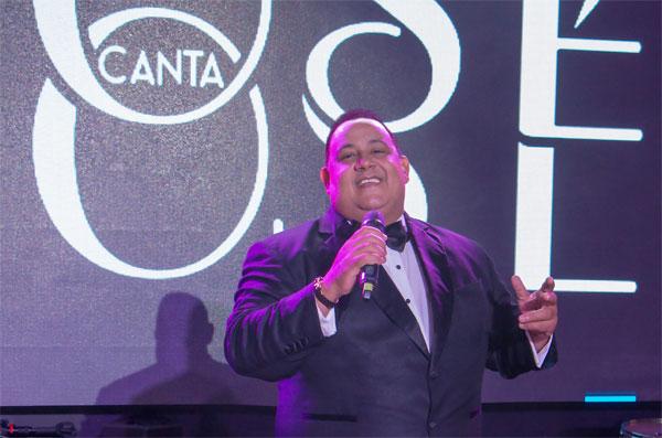 José Virgilio Peña Suazo canta a José José