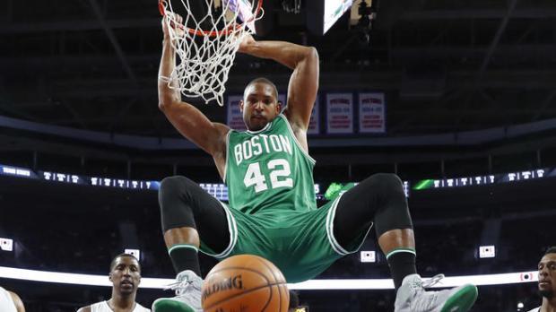 Horford guía triunfo de los Celtics en primer partido de playoffs