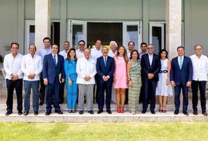 Presidente Medina se reúne con los más importantes hoteleros del Este.
