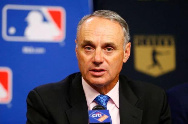 Comisionado de Grandes Ligas espera parques llenos este verano