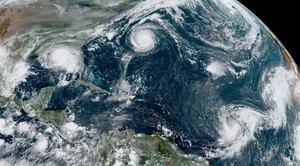 Dos huracanes y dos tormentas tropicales avanzan por el Atlántico.