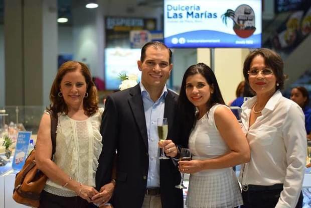 Francis Merino, José Ant. Leyba, Catherine Leyba y Josefina Hernández