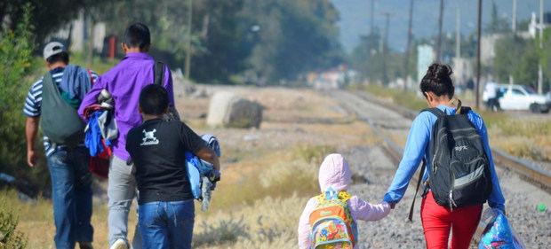 Los migrantes y desplazados también tienen derecho a una vacuna contra el COVID-19