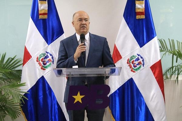 Domínguez Brito promete prioridad para la juventud y la educación en RD