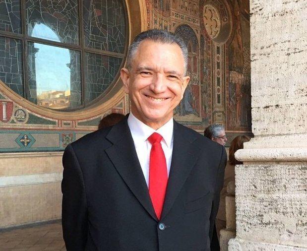 La Cancillería dice que Grimaldi no puede cobrar porque no asume funciones